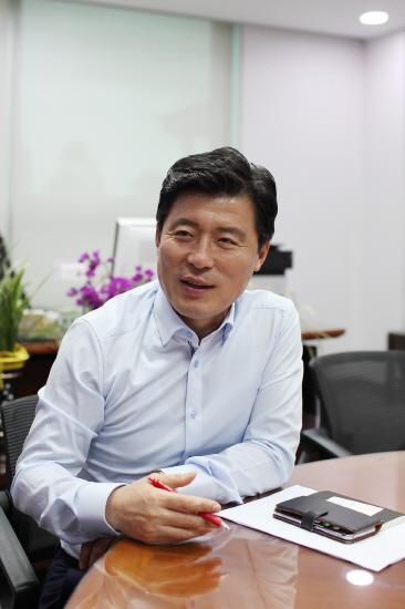 구자근 미래통합당 의원은 지난달 30일 오후 서울 여의도 국회의원 회관에서 일요서울과 만나 인터뷰를 진행했다. [구자근 의원실 협조]
