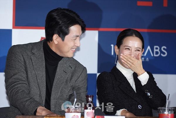 청룡영화상 핸드프린팅 행사에 참석한 정우성-조여정