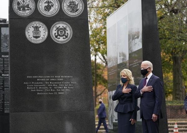 한국전 참전 기념비 찾은 바이든 당선인 부부 [뉴시스]