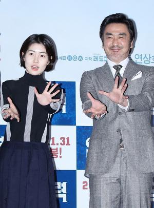 [IS포토] 심은경-류승룡, 염력 장풍 '빡!'