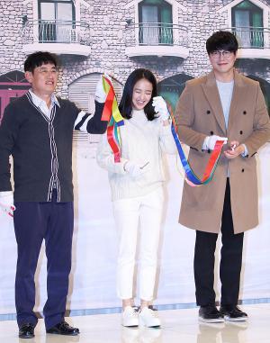 [IS포토] 이경규-김민정-성시경, 달팽이호텔 개업 테잎커팅 '유~후'