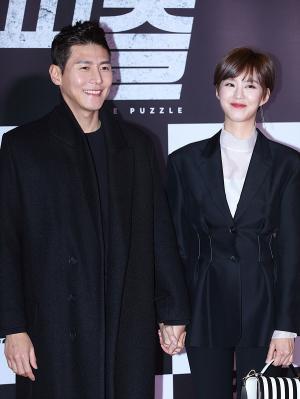 [IS포토] 송재희-지소연, 다정하게 퍼즐 VIP시사회 등장~