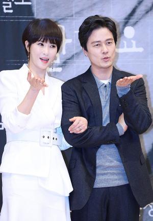 [IS포토] 김선아-감우성, 연애도 서툰데 '키스 먼저 할까요~?'