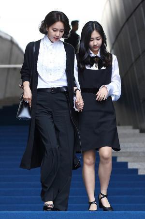 [IS포토|서울패션위크] 오현경, 딸과 함께 '미스지 컬렉션' 나들이