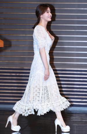 [IS포토] 김주현 '표정은 힐링, 몸짓은 조심~'