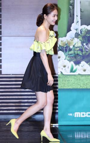 [IS포토] 홍수현, '봄날'에 보는 '한여름' 패션~