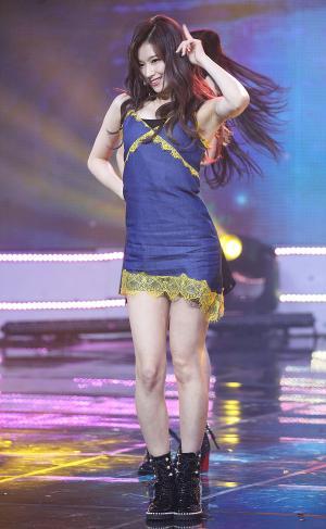 [IS포토|쇼챔피언] 트와이스 사나, '리듬에 맞춰 신나게~'