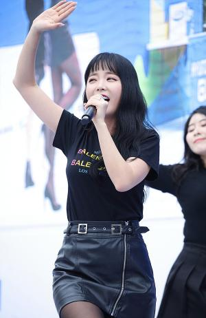 [IS포토] 홍진영, 안전공감 마라톤 불안전은 '잘가~라 아아하~'