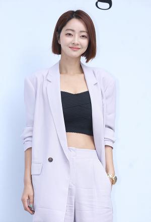 [IS포토] 서효림, 러블리 단발숙녀 '제인송 컬렉션' 등장~
