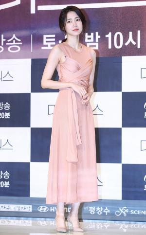 [IS포토] 신현빈, 비밀을 품은 미스트리스 '여의사'