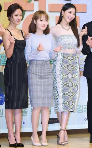 [IS포토] 오윤아-김유진 PD-황정음, 훈남정음 '미녀들의 하트~'