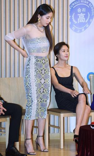 [IS포토] 오윤아, '슬슬 사진찍히러 가볼까~?'