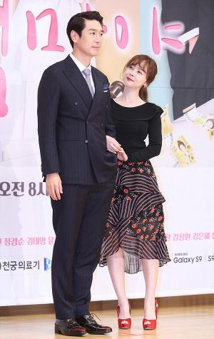 [IS포토] 박준혁-우희진, 나도 엄마야 문제의 부부 '눈빛교환'