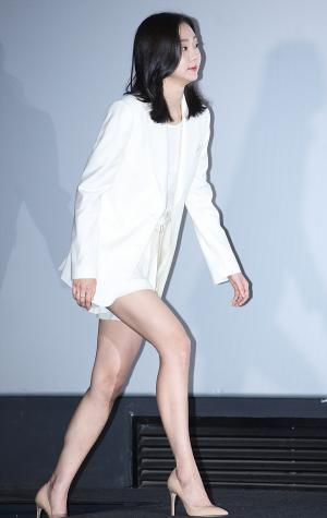 [IS포토] 김다미, 롱다리 휘날리며 '마녀 시사회' 등장~